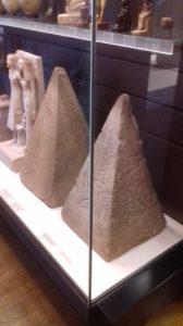 Model piramidy